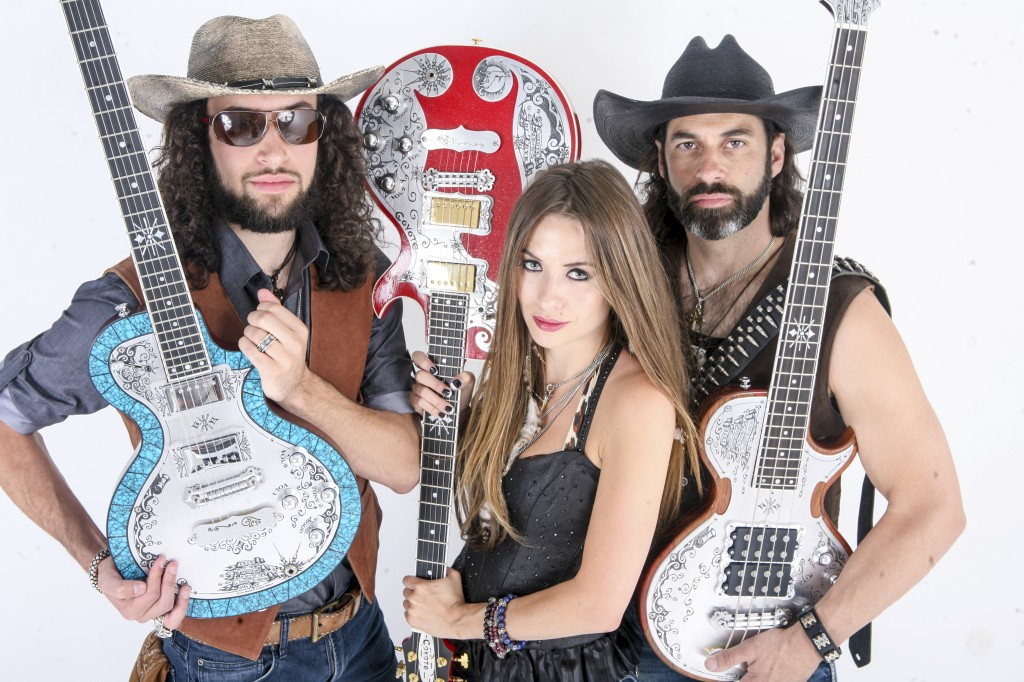 Angel Mary & The Tennessee Werewolves play TEYE Guitars